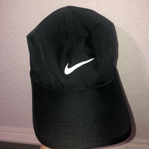 73338e33a2c43 Nike Black Featherlight Hat. M 5c19c50b035cf1d62966828c